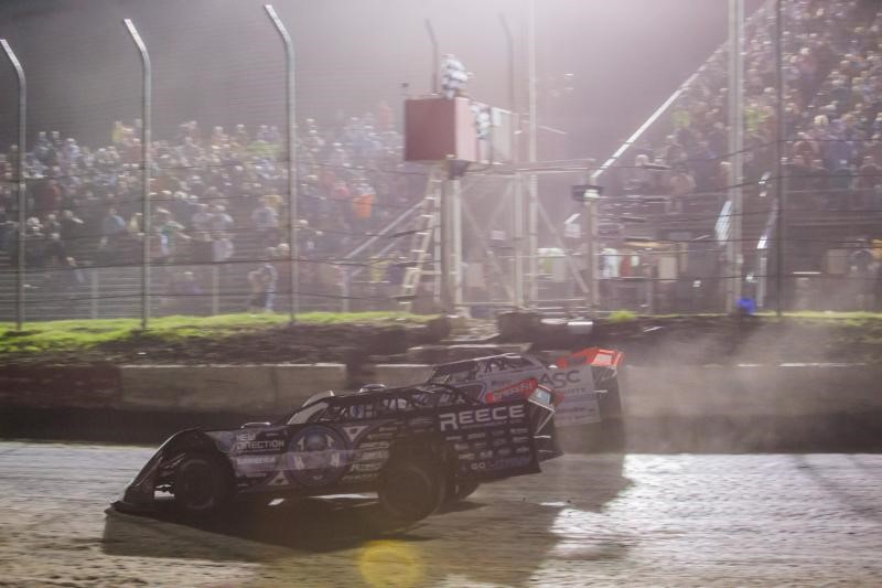 Davenport Edges Bloomquist in a Photo Finish