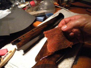 Aplicación del aceite Teka color culata rifle