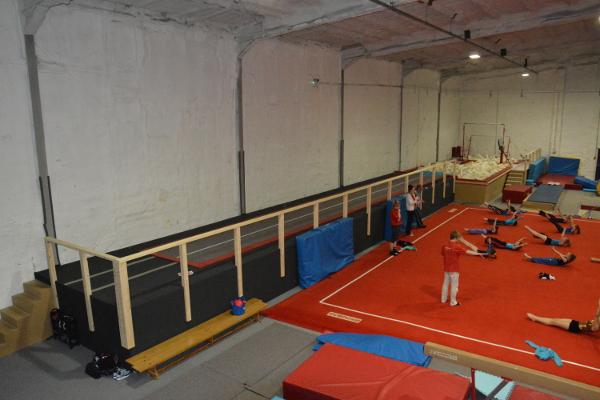 Raised carbon rod track into foam pits added in May 2014