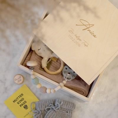Holzkiste Erinnerungsbox Medium, Erinnerungskiste, Geschenkkiste, Holzkiste,Geschenkset, baby, Babybox,, Geschenk zur geburt, Geschenk zur Taufe, Newborn, Kuscheldecke, Babyhaube, Taufe, Taufgeschenk