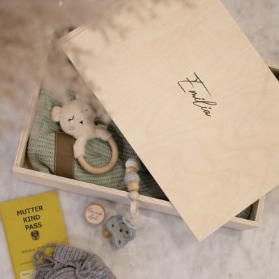 Holzkiste Erinnerungsbox Large, Erinnerungskiste, Geschenkkiste, Holzkiste,Geschenkset, baby, Babybox,, Geschenk zur geburt, Geschenk zur Taufe, Newborn, Kuscheldecke, Babyhaube
