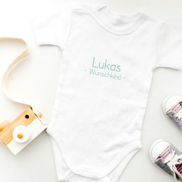 Body mit Namen, personalisierter Body, personalisiertes Shirt, Babybody, Geburtsgeschenk, Taufgeschenk, personalisiertes Babygeschenk, personalisiertes Geschenk, Newborn, Babyshop, Stofftiger