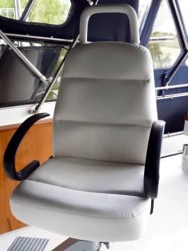 Boot_witte_bestuurdersstoel