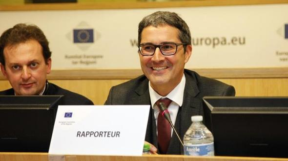"""""""Rapporteur""""(Berichterstatter) Arno Kompatscher mit dem Professor der Freien Universität Bozen, Matteo Scampicchio (l.)."""