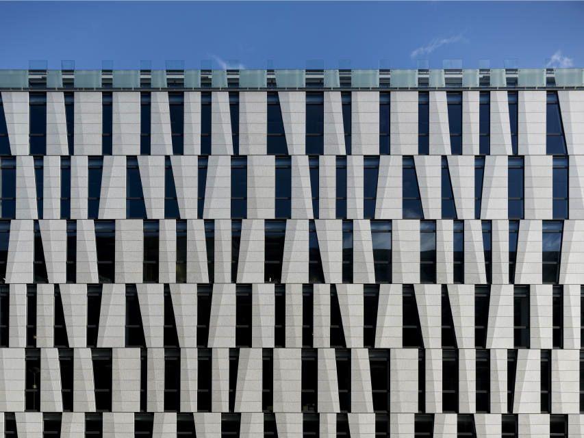 Architettura: trapezi e rettangoli di fronte al vetro stone ideas.com