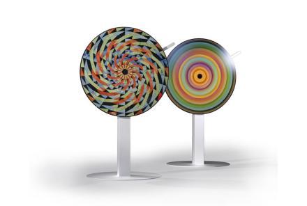"""""""Opus-Motus"""" di Raffaello Galiotto e Lithos Design: un disco girevole sul quale sono stati assemblati diversi tipi di pietra in vari colori."""