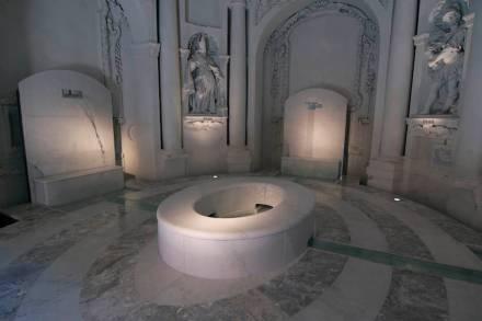 """Philippe Daverio, Jacopo Muzio, Henraux: """"O Banho Imaginário""""."""