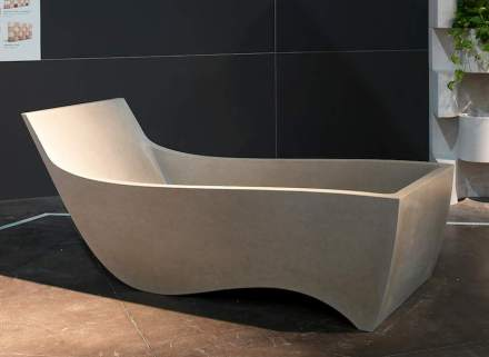 The ergonomic shape of this bath tub allows for perfect relaxation.