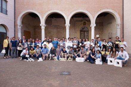 Die Teilnehmer, Dozenten und Firmen des Kurses an der Universität Ferrara im akademischen Jahr 2013/14.