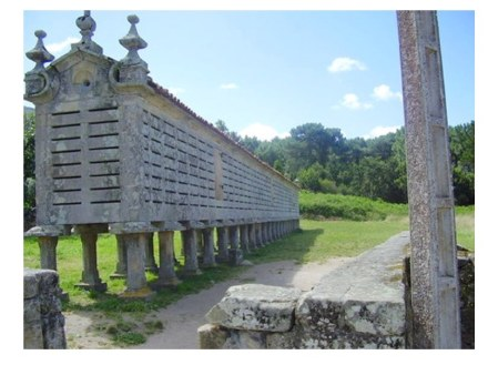 Hórreos waren Kornspeicher, die die Altvorderen aus Steinplatten manchmal mit Holz zusammenfügten. Wir zeigen ein Foto einer solchen Anlage aus Portugal. Foto: Marmomacc 2009