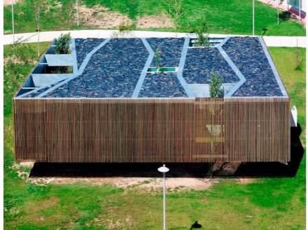 Il tetto riprende la struttura degli spazi interni.