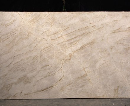 """""""Perla Venata"""" quartzite has been on the market for some 4 years. Its unusual appearance guarantees a price of 260 US-$/m² x 3 cm- thick. The stone is quarried by Gramil-Company of E.S."""