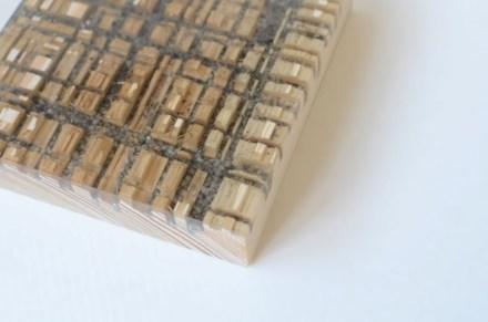 Alcarol geht übrigens noch einen Schritt weiter: in die Fugen im Holz füllen die Designer den Steinstaub, den die Säge aus der Platte herausgeschnitten hatte.