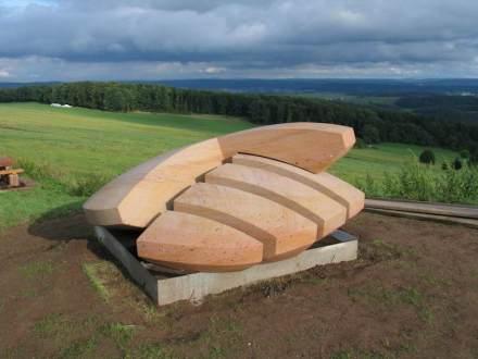 """Entstanden im Symposium 2011: """"Lebensscheibe"""", Peter Brauchle. Foto: Kunstverein Skulpturen Rheinland-Pfalz"""