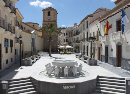 Marble tourism in the Macael Region: a replica of the famous Alhambra Lion's fountain in Macael's Plaza de la Constitución.