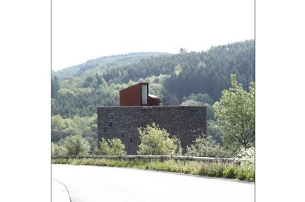 Altrettanto particolare è l'uscita verso la terrazza sul tetto.