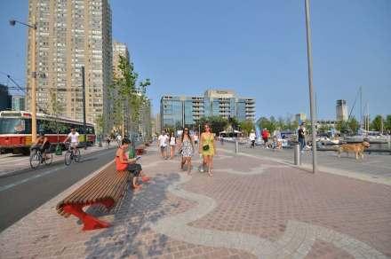 Toronto ha rinnovato e riclassificato il lungo lago del Lake Ontario in modo impegnativo.