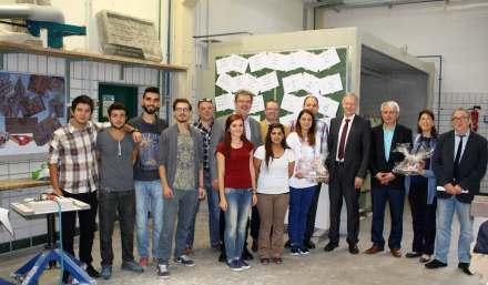 Landrat Dr. Karl Döhler (4. v. re.) begrüßt die türkischen Gäste von der Partnerschule des EFBZ. Foto: EFBZ