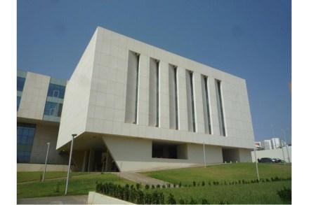 O Prêmio Internacional África foi para o escritório de arquitetura Sendarrubias & Hernandez pelo novo edifício da Escola de Hotelaria da Universidade da Argélia. O júri destacou o projeto fachada, com lajes de calcário com dimensões de 2,5 m x 1,5 m e espessuras de 8 mm, 10 mm e 11 mm, bem como sua fixação especial.