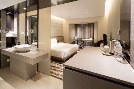 O Prêmio Internacional Ásia foi para os arquitetos e designers do escritório OW Architects/Warner Wong pela modernização do hotel Carlton em Singapura. Ali foram instalados 4.000 m² de Engineered Stone Silestone.