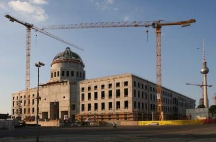 La costruzione allo stato grezzo a giugno 2015.