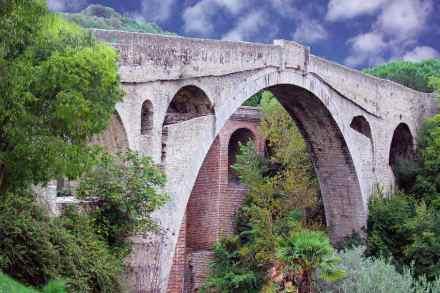 Category Heritage (buildings), 1st Prize: Yannick Tétard, Pont du Diable, Céret (Pyrénées-Orientales).