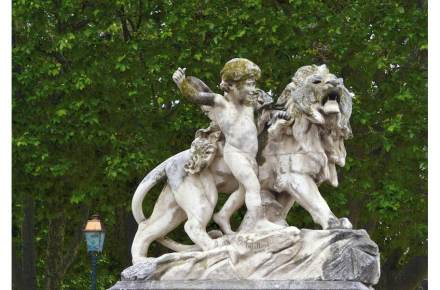 Category Heritage (sculptures), 2nd Prize: Michèle Méric, the kid and the lion, J-A Injalbert, Jardin du Peyrou, Montpellier.