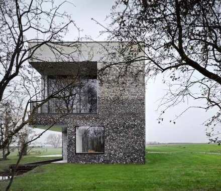 The façade of Flint House is spectacular in its detail: It is comprised of five flint layers in hues from dark at the bottom to near white at the top.