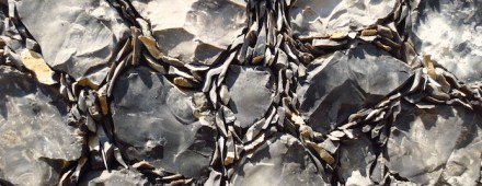 Apesar disso, a parte mais baixa foi composta com o assim chamado Galleting: nela os intervalos são rejuntados com brita resultante do próprio beneficiamento da rocha. Foto: David Smith, Flintman Company