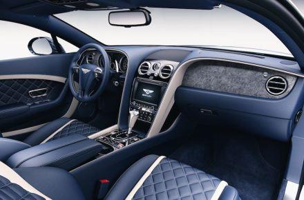 Piedra superfina en un Bentley, a la derecha en el salpicadero.
