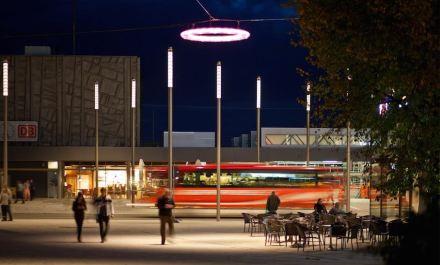 Zusätzlich zu dem erkennbar hochwertigen Bodenbelag gibt es in der Höhe eine Lichtgestaltung, die ebenfalls über das Übliche weit hinausgeht. Foto: Clemens Franke