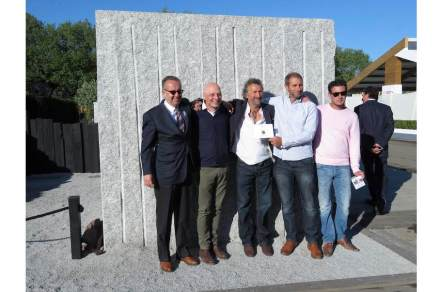 (v.l.n.r.) Stephen Pike, Managing Director von The Marble & Granite Centre, Gary Breeze, Martin Cook, Chris Holland, Matt Cook (Sohn von Martin Cook).