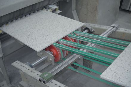 Conveyor belts (green) do not only transport, but als have to secure the item.