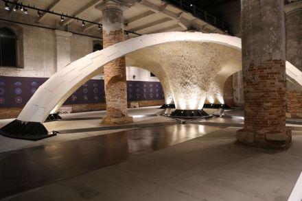 Armadillo Vault: Regreso al futuro con una bóveda que se sostiene a sí misma con una técnica ancestral.