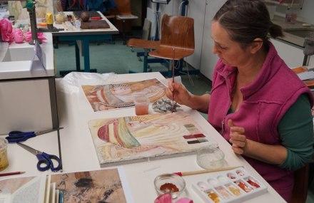 Eine Teilnehmerin am Fresko-Kurs.