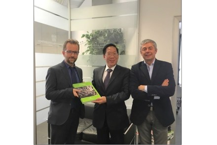 Meeting between Buol Vuong Anh, economic attaché in the Vietnamese Embassy in Italy with Raimondo Lovati, Secretary General of Confindustria Marmomacchine, (left) and Flavio Marabelli, Honorary President of Confindustria (right). Photo: Confindustria Marmomacchine