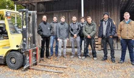 Die 8 Kursteilnehmer mit Kursleiter Alex Bernhard.