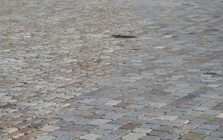 Level cobblestone (right) and normal ones can inconspicuously define special areas in a square. Photo from Bremerhaven, Germany.