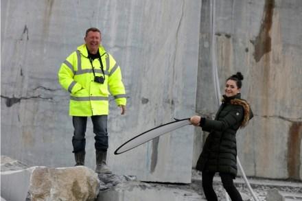 Dan Fitzpatrick, Export Manager von McKeon Stone, hatte auch Spaß an dem ungewöhnlichen Geschehen an einem Samstag, wie das Foto zeigt.