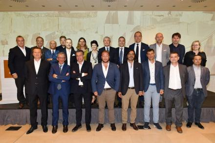 21 members of the board of Confindustria Marmomacchine for 2017-2019. Back row, 8th from left: honorary president Flavio Marabelli, 9th from left president Stefano Ghirardi.