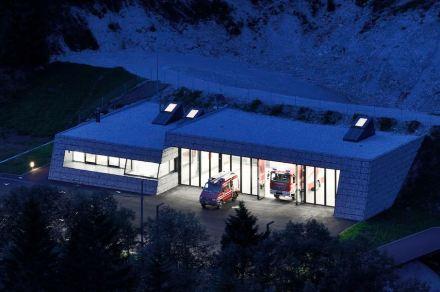 Roland Baldi Architekt: Feuerwehrhalle Pflersch.