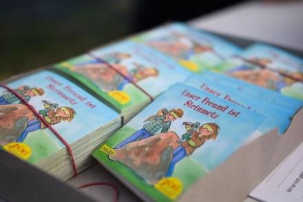 """Pssst, Geheimnis: alle kleinen Gäste bekommen als Geschenk das Pixibuch """"Unser Freund ist Steinmetz""""."""