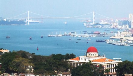 View of Xiamen West Harbor with Haicang Bridge in the background. Photo: jeanbi / Wikimedia Commons