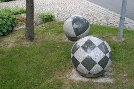 Knowhow ist die Grundlage für den wirtschaftlichen Erfolg der Handwerker. Foto vom Gelände der Steinmetzschule in Wunsiedel.