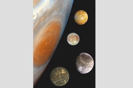 """Die Fotomontage ist aus Aufnahmen der Raumsonde """"Galileo"""" zusammengesetzt und zeigt die Trabanten im richtigen Verhältnis zueinander und zum Jupiter. Quelle: NASA/JPL/DLR / Wikimedia Commons"""
