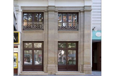 Restauration and refurbishment of the natural stone façade, Praterstraße 42, in Vienna by Wilhelm Schreiber & Partner.
