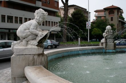 Fountains are also an eternal topic: an example from Massa-Carrara, Italy...