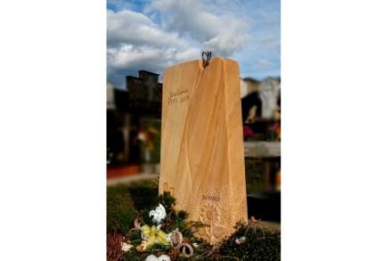 ... sowie für Erich Trummer aus Gnas, Steiermark, für ein Mädchengrabmal mit einem symbolischen Schmetterling.