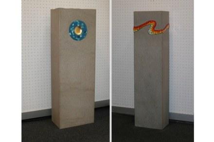 """Grabsteine, <a href=""""http://www.grandi-steinbruchbetriebe.de/""""target=""""_blank"""">Steinbruchbetriebe Grandi</a>."""
