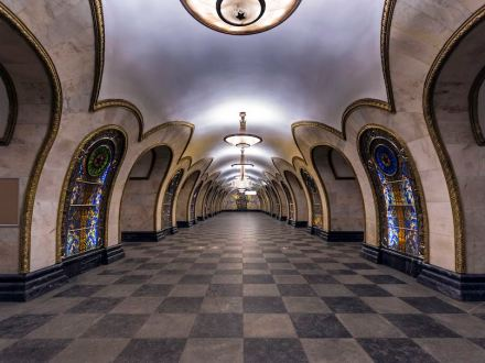 Novoslobodskaya Station of Moscow underground. Photo: Alex Florstein Fedorov / Wikimedia Commons